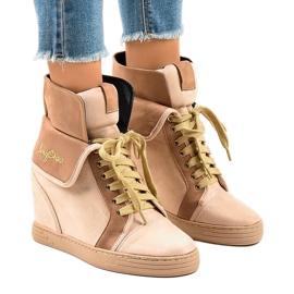 Beżowe sneakersy na koturnie sznurowane B12-22 brązowe