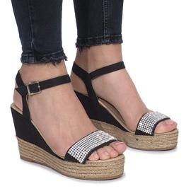 Czarne sandały na delikatnej koturnie Diamond Shine