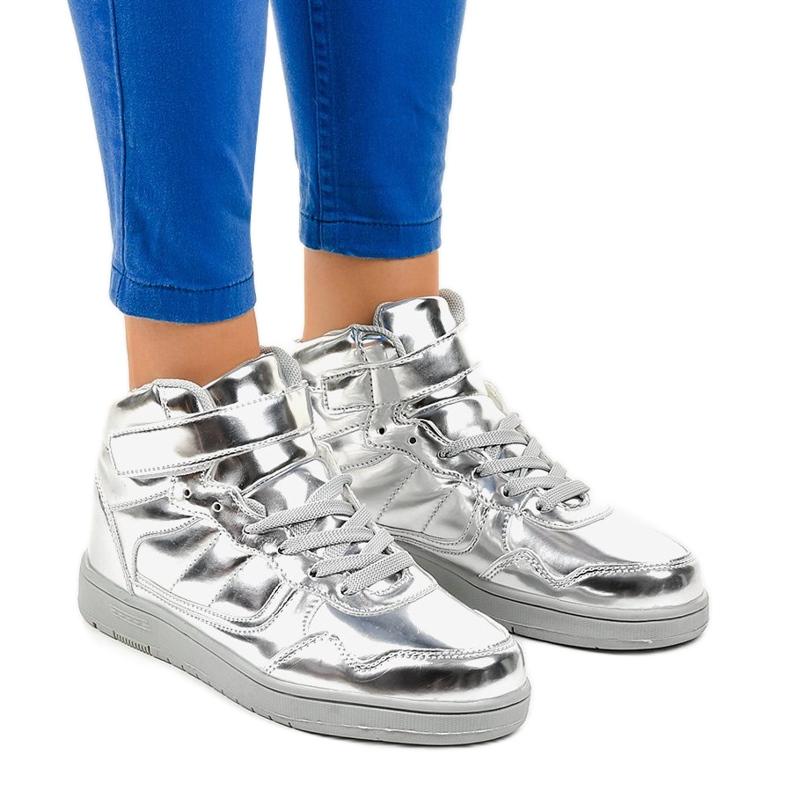 Srebrne Lakierowane Sneakersy XW7082 szare