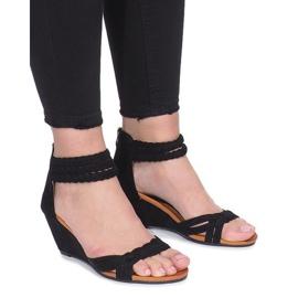Czarne sandały na delikatnej koturnie Desun
