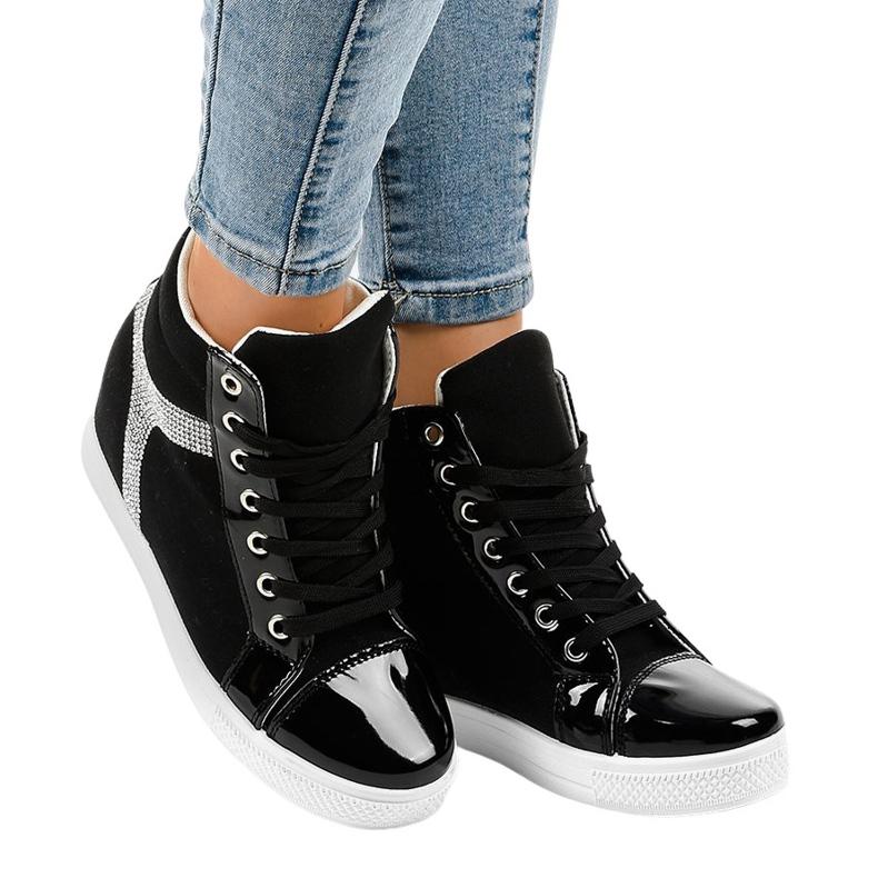 Czarne sneakersy na koturnie z cekinami AN2959