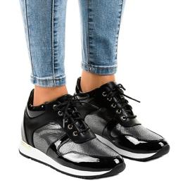 Czarne sneakersy na koturnie sznurowane S0054-1
