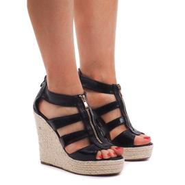 Czarne Sandały Na Koturnie 100-575 Czarny