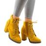 Żółte zamszowe botki na słupku 995-31