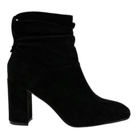 Czarne eleganckie botki na słupku 884