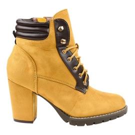Żółte zamszowe botki na słupku 995-37