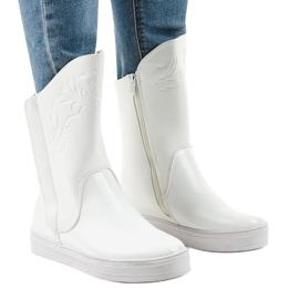Białe sneakersy ocieplane botki HX5187-5