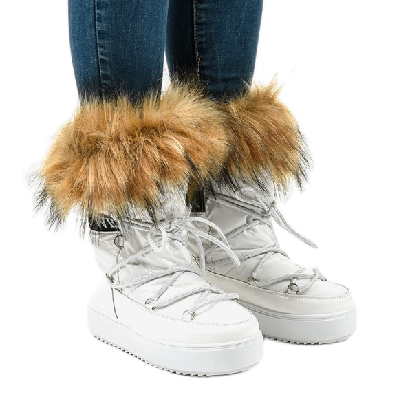 Białe modne śniegowce z futrem 119-39