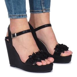 Czarne sandały na koturnie Allane