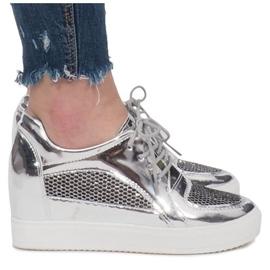 Srebrne Lakierowane Ażurowe Sneakersy Adele szare