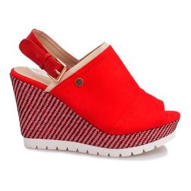 Czerwone sandały na koturnie Holi