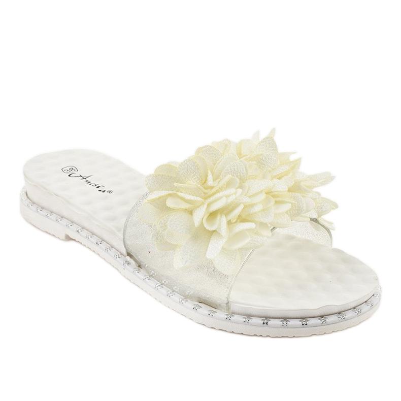 Białe klapki z kwiatkami N-49