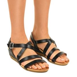Czarne sandały na koturnie z eko-skóry S060064