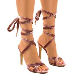 Różowe sandały na szpilce z zamszu 1261-21