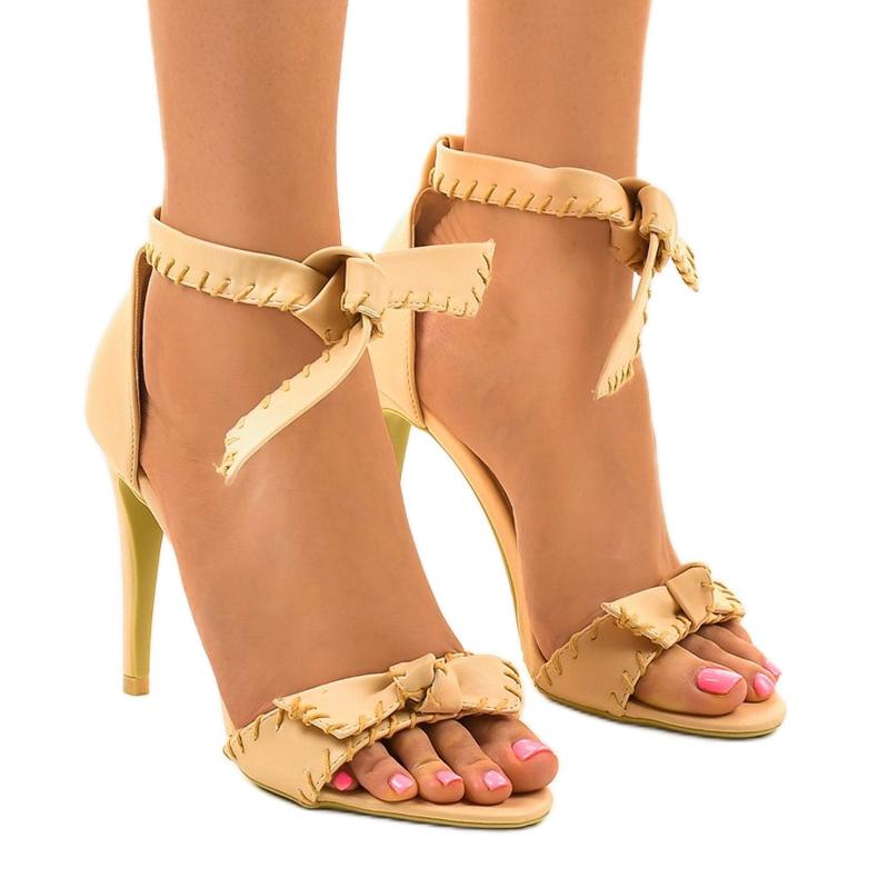 Beżowe sandały na szpilce wiązane 1226-14 beżowy