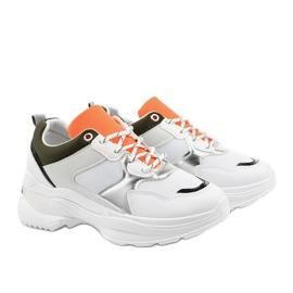 Białe modne obuwie sportowe Hymeda