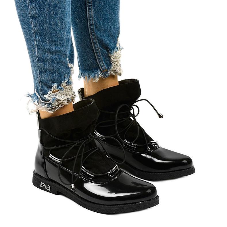 Czarne sznurowane botki Merela