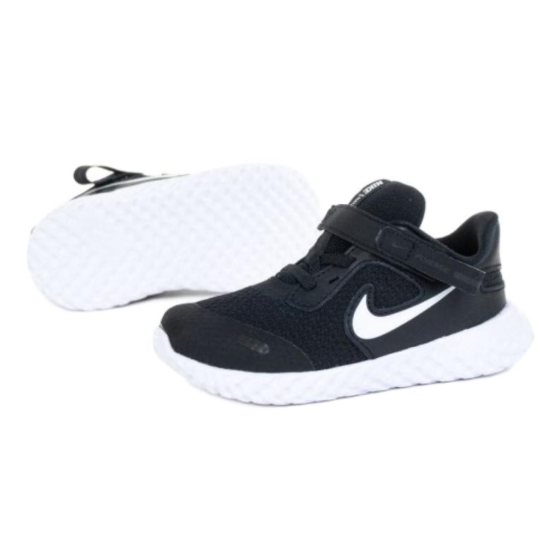 Buty Nike Revolution 5 Flyase Jr CQ4651-004 białe czarne