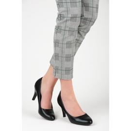 Czarne obuwie na obcasie 5