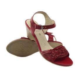 Czerwone sandały na koturnie Caprice 28303 3