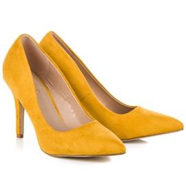 Żółte zamszowe szpilki 1