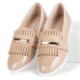 Ideal Shoes Beżowe lakierowane mokasyny beżowy 1