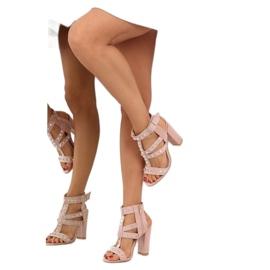 Sandałki na słupku z ćwiekami różowe 9909-3 3
