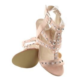 Sandałki na słupku z ćwiekami różowe 9909-3 1