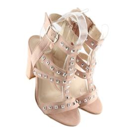 Sandałki na słupku z ćwiekami różowe 9909-3 5