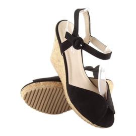 Sandałki na korkowym koturnie czarne 3811 1