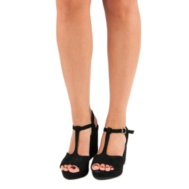 Bella Star Zamszowe sandały na koturnie czarne 7