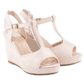 Bella Star Zamszowe sandały na koturnie beżowy 1