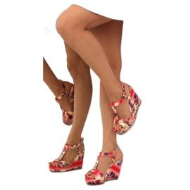 Atłasowe sandałki na koturnie 903 red czerwone 5