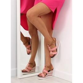 Sandałki na koturnie różowe YQ05 Pink 4