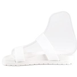 Białe klapki damskie 1