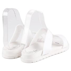 Białe klapki damskie 2