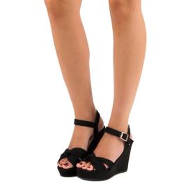 Bello Star Czarne sandały na koturnie 6