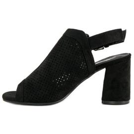 Ażurowe sandały z cholewką czarne 2
