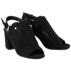 Ażurowe sandały z cholewką czarne 4