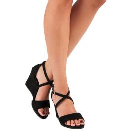 Czarne zamszowe sandały 6