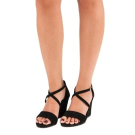Czarne zamszowe sandały 5
