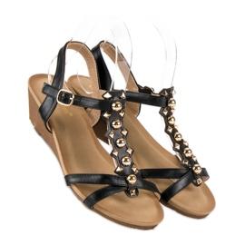 Czarne sandałki na koturnie 4