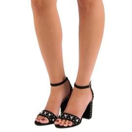 Wygodne sandały na słupku czarne 5