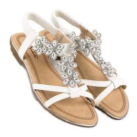 Eleganckie płaskie sandałki białe 4