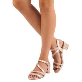 Ideal Shoes Sandały na płaskim obcasie różowe 6