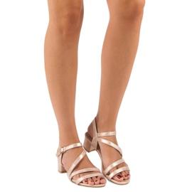 Ideal Shoes Sandały na płaskim obcasie różowe 5