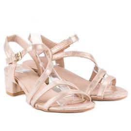 Ideal Shoes Sandały na płaskim obcasie różowe 4