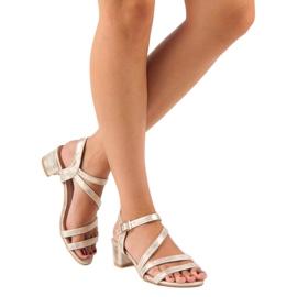 Ideal Shoes Sandały na płaskim obcasie żółte 6