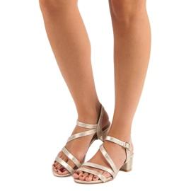Ideal Shoes Sandały na płaskim obcasie żółte 5
