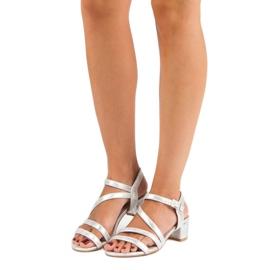 Ideal Shoes Sandały na płaskim obcasie szare 6